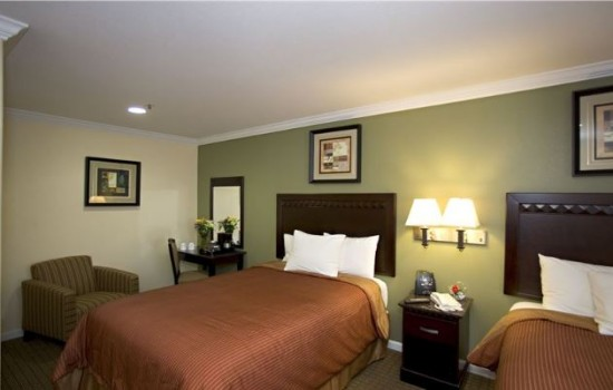 Welcome To North Bay Inn - Two Double Beds With Seating And Vanity Area.