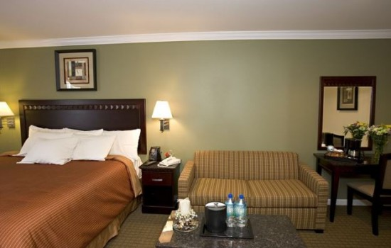 Welcome To North Bay Inn - King Bed and Sofa Sleeper