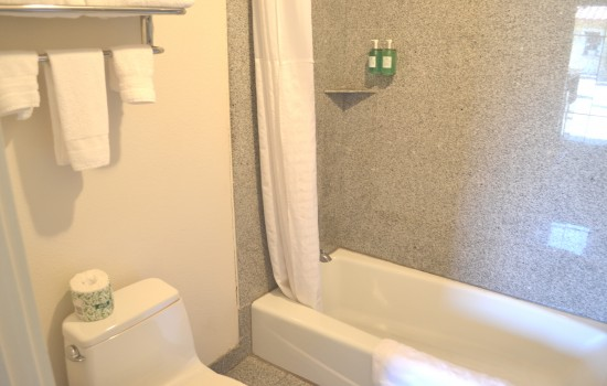 Welcome To North Bay Inn - Private Bathroom